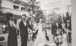 сватба-сватбен-фотограф-софия-варна-добър-сватбена-фотосесия-около-софия-резиденция-тера-изнесен-ритуал (42)