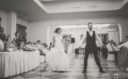 сватба-сватбен-фотограф-софия-варна-добър-сватбена-фотосесия-около-софия-резиденция-тера-изнесен-ритуал (53)
