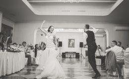сватба-сватбен-фотограф-софия-варна-добър-сватбена-фотосесия-около-софия-резиденция-тера-изнесен-ритуал (56)