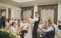 сватба-сватбен-фотограф-софия-варна-добър-сватбена-фотосесия-около-софия-резиденция-тера-изнесен-ритуал (63)