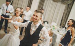 сватба-сватбен-фотограф-софия-варна-добър-сватбена-фотосесия-около-софия-резиденция-тера-изнесен-ритуал (68)