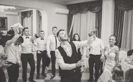 сватба-сватбен-фотограф-софия-варна-добър-сватбена-фотосесия-около-софия-резиденция-тера-изнесен-ритуал (69)