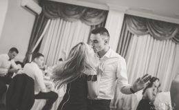 сватба-сватбен-фотограф-софия-варна-добър-сватбена-фотосесия-около-софия-резиденция-тера-изнесен-ритуал (70)