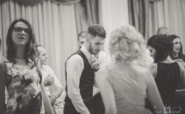сватба-сватбен-фотограф-софия-варна-добър-сватбена-фотосесия-около-софия-резиденция-тера-изнесен-ритуал (71)
