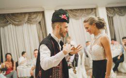 сватба-сватбен-фотограф-софия-варна-добър-сватбена-фотосесия-около-софия-резиденция-тера-изнесен-ритуал (79)