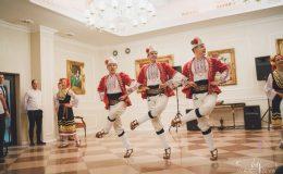 сватба-сватбен-фотограф-софия-варна-добър-сватбена-фотосесия-около-софия-резиденция-тера-изнесен-ритуал (80)