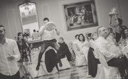 сватба-сватбен-фотограф-софия-варна-добър-сватбена-фотосесия-около-софия-резиденция-тера-изнесен-ритуал (88)