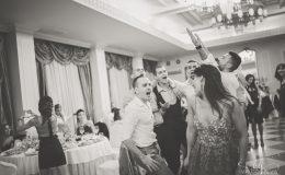 сватба-сватбен-фотограф-софия-варна-добър-сватбена-фотосесия-около-софия-резиденция-тера-изнесен-ритуал (90)