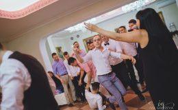сватба-сватбен-фотограф-софия-варна-добър-сватбена-фотосесия-около-софия-резиденция-тера-изнесен-ритуал (96)