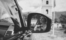 Сватба_шато_копса_карлово_сватбен_фотограф_ива_грозева_винарна_извън_софия_svatba_shato_kopsa_svatben_fotograf_поляна_жълта_иглика_лозя_фотосесия (5)